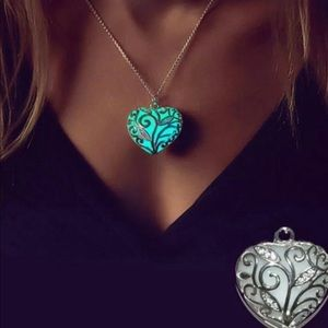 Jewelry - Beautiful Glow in the dark Necklace